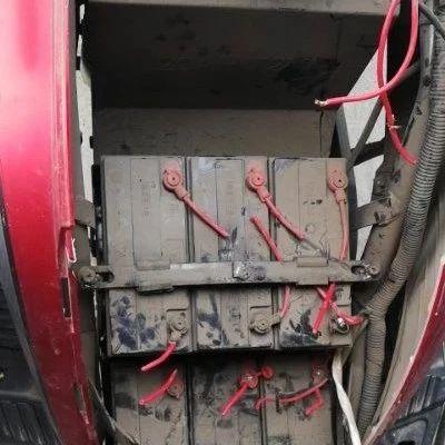 【网友爆料】太猖狂!夹江某小区电动车电瓶被偷?