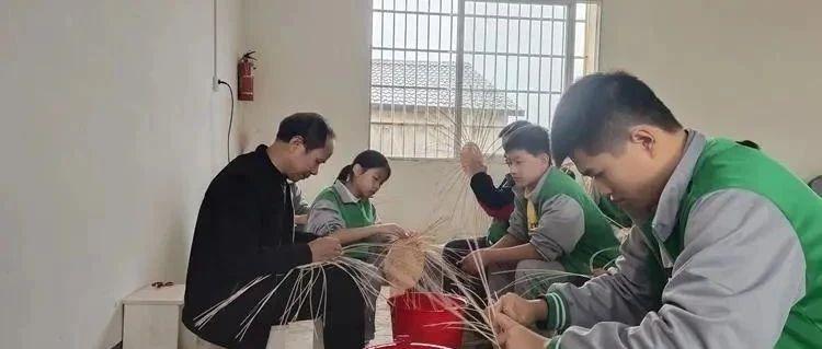 【直通县市】会昌这名藤器制作技艺传承人有绝活!