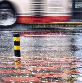 大雨�f走就走,接下�淼奶�狻�…