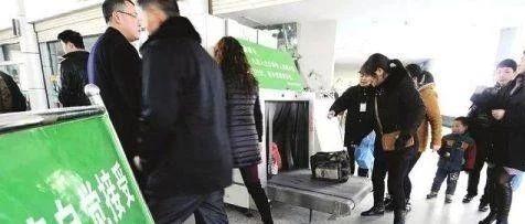 一萍�l女子包包在湖口火�站被偷警方及�r破案