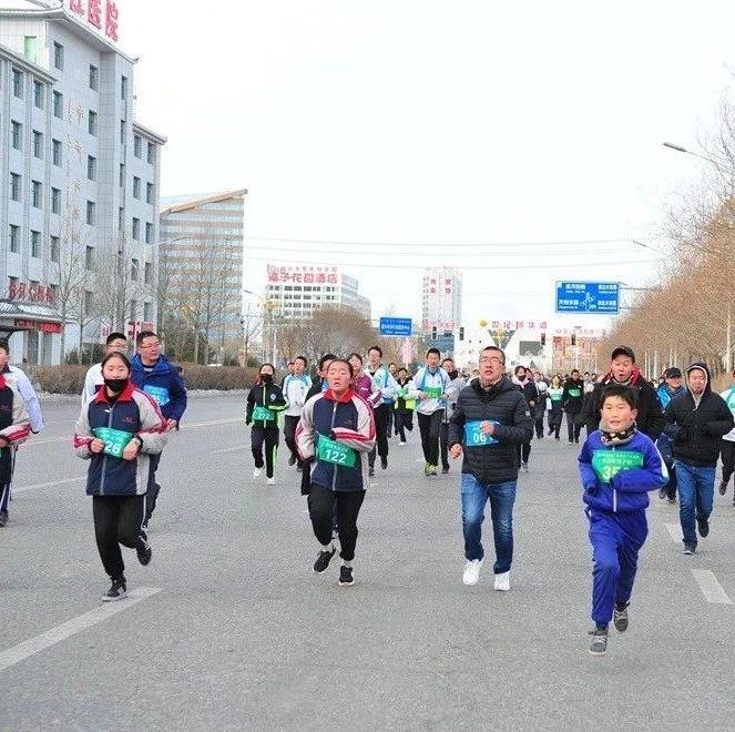 昂首跑进2019――德令哈地区举行迎新年环城赛