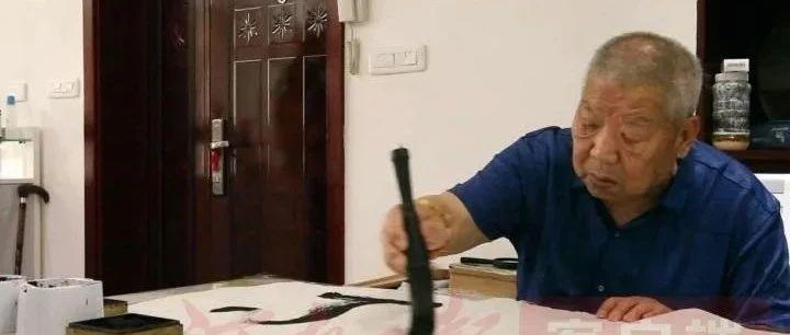 """泪目!栾川88岁老人为向""""建党100周年""""献礼,累倒在书桌前......"""