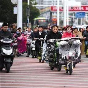骑电动车的新安人注意了,快告诉家里人,越快越好!