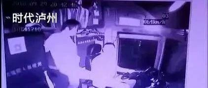 惊魂57秒!泸州一客车在高速路上被女乘客多次踹踢档杆(附视频)