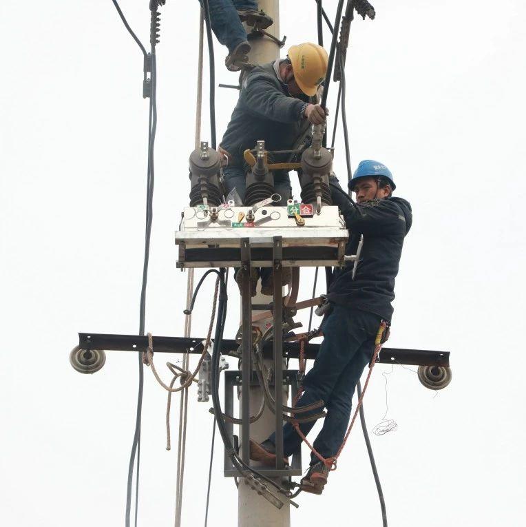 施工一线报道 3条10kv线路今天完成迁改