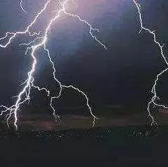 �幔�幔�幔�I海新�^雷�雨要�砹耍�