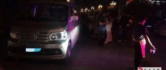 盐亭梓江新城楼下,两车相挂后对方车辆逃逸,请出警・・・・・・