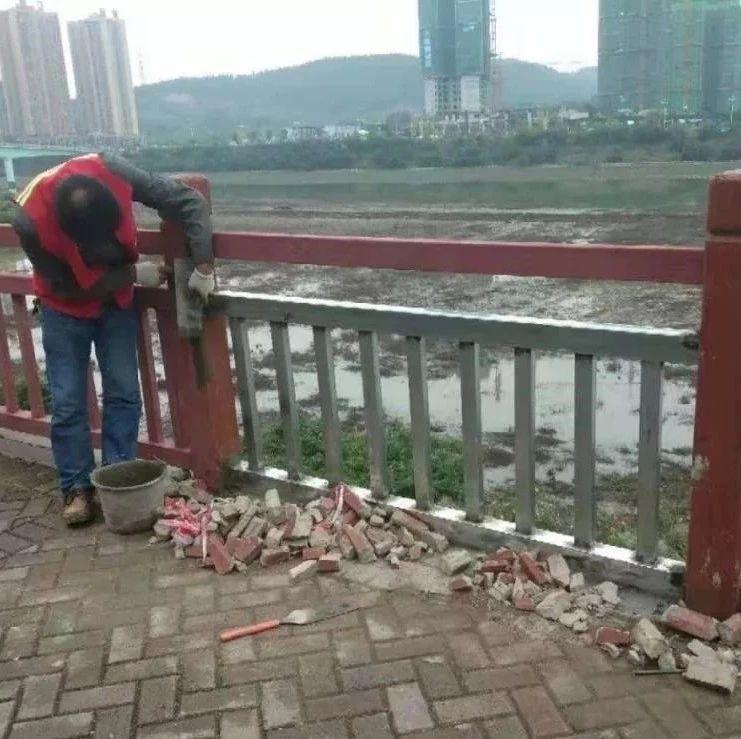 修缮盐亭滨江河堤栏杆,消除安全隐患!