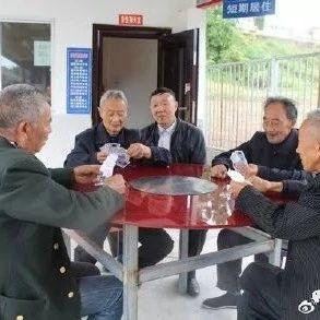 """盐亭有个""""大能人"""",帮助农村留守老人""""互助养老"""""""