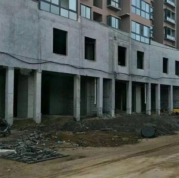 南阳金汇城再次刷新开发商无耻高度,未完工分层交房!