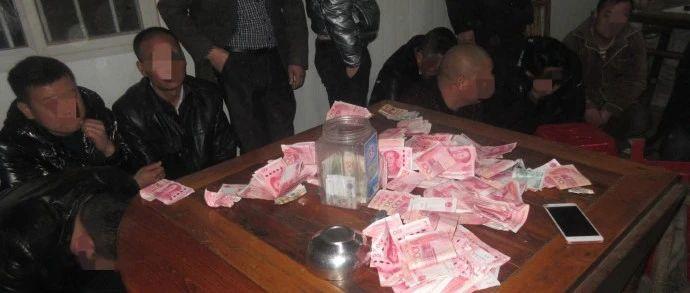 16人当场被抓!六安一农村赌博窝点被端!