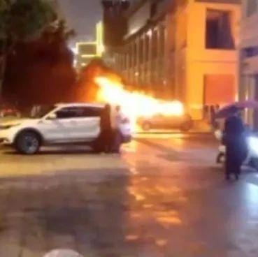 惊呆了!妻子不按自己意思停车,丈夫一气之下放火把车烧了!