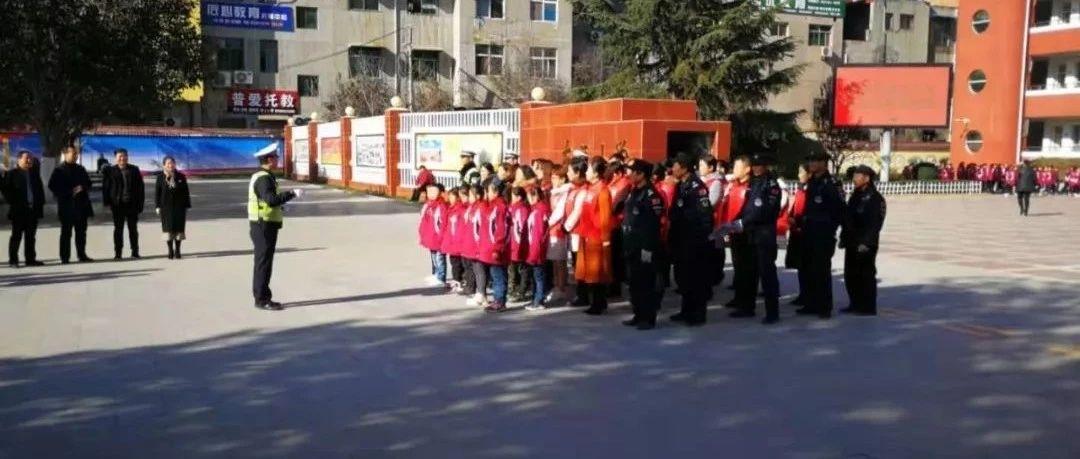 树交通意识筑安全防线――富平县东区小学开展122交通安全日活动