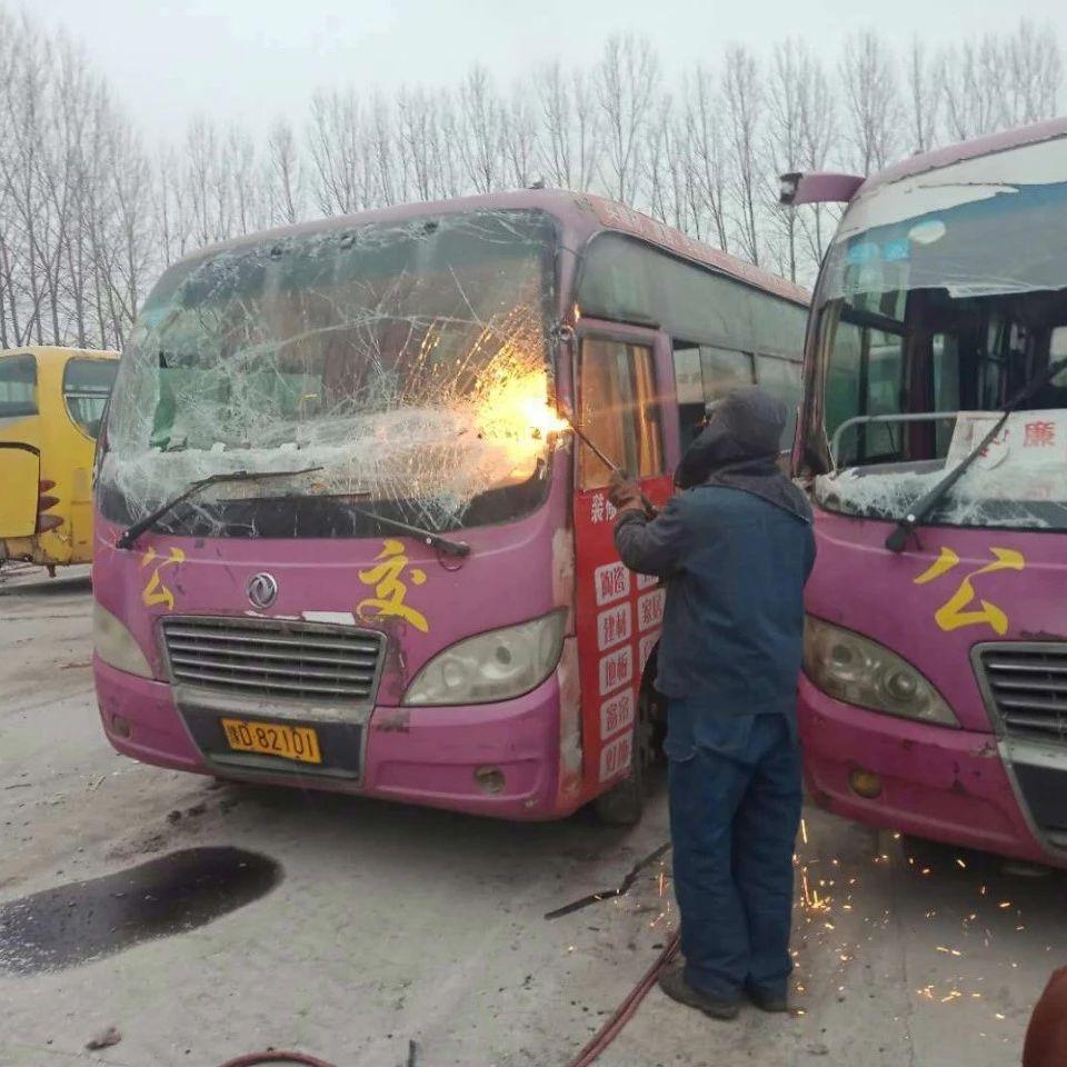 香港曾道人对达到年限的客运车辆集中下线拆解