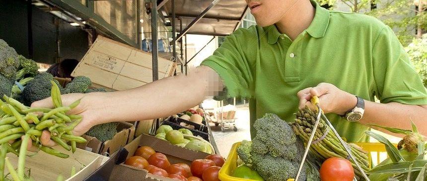 男子买菜找回50元人民币,总感觉不对劲,一查惊呆了!