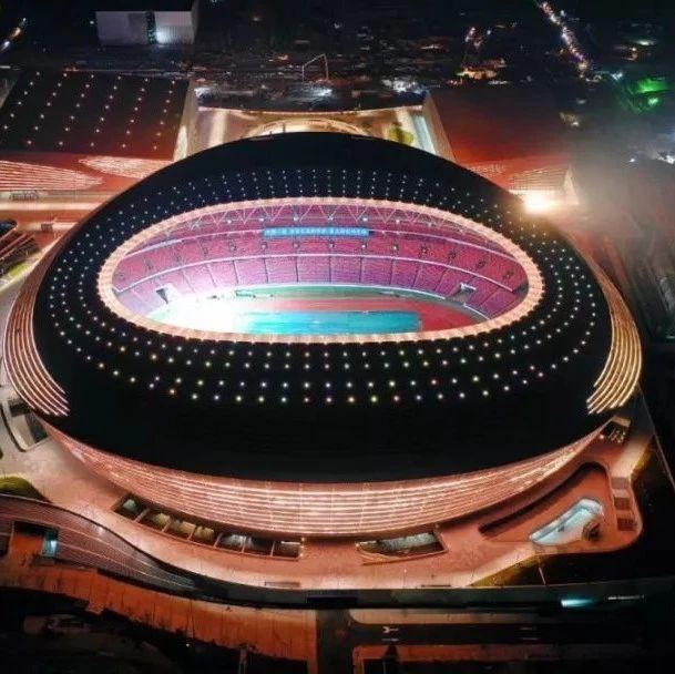 实拍!郑州奥体中心亮灯了,闪耀绿城夜空!