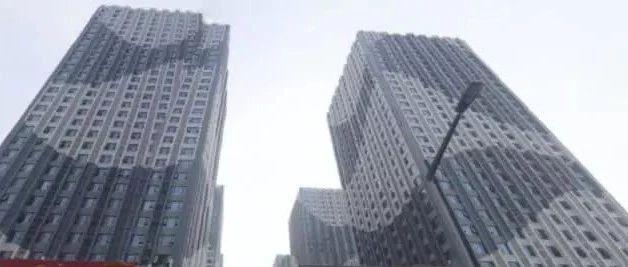 """装修房子竟在房顶""""捡""""到70万现金!房东:不是我的!"""