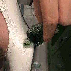风油精滴在鞋子上,解决了家家户户的困扰,后悔现在才知道!