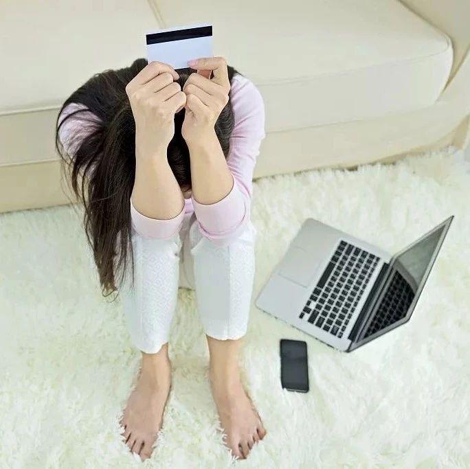 一帮男人给她疯狂打钱!29岁女白领卡上入账500多万!原因颠覆你的想象