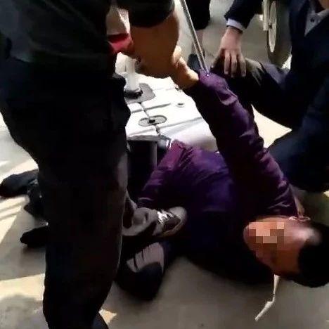 六安一小偷被抓现行,场面尴尬(视频)!