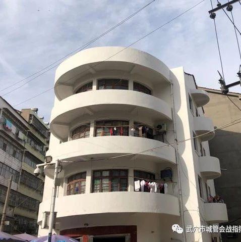 武穴市刘家巷社区:助力信用社旧楼外墙修复工作