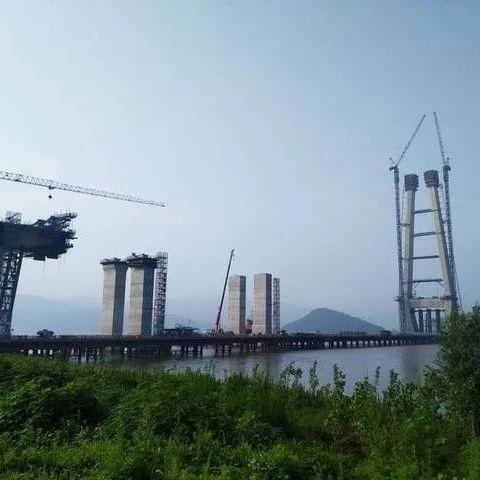 建设中的武穴长江大桥
