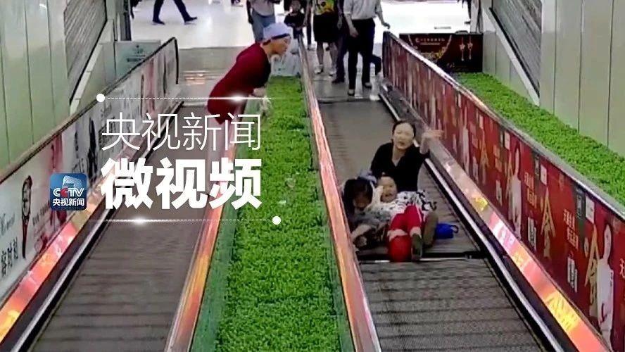 自动扶梯踏面缺失女孩踩空命悬一线