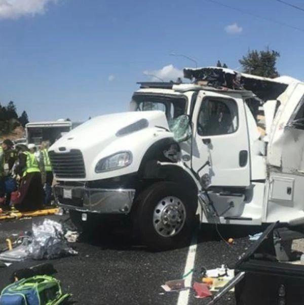 痛心!美国一载有中国旅游团巴士翻车至少4人死亡