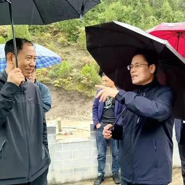 天水市委副书记、市长王国先实地察看指导防汛减灾工作(图)