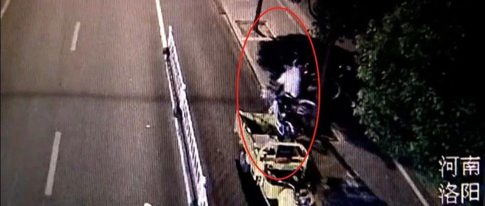 """奇葩�pи!深夜洛阳街头〗¤�c��月,一男子用这手段让共享单车""""消失""""......"""