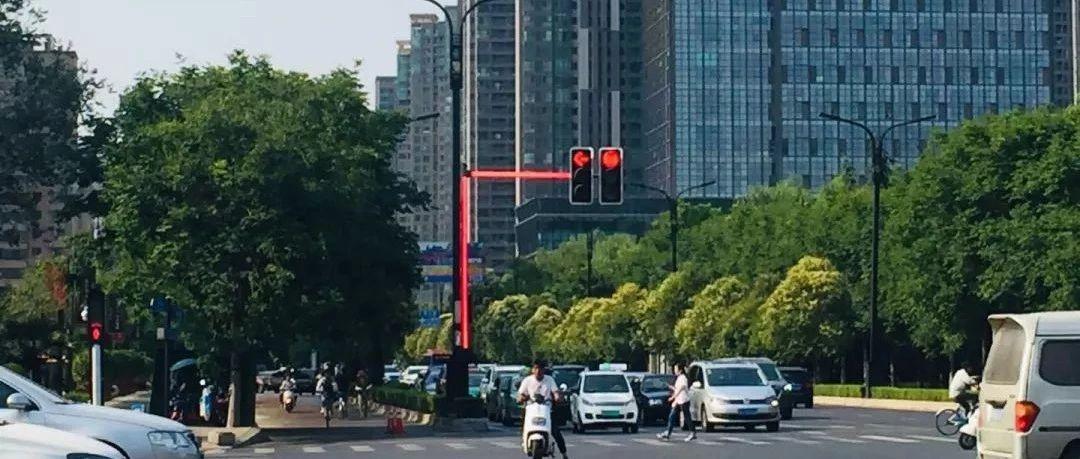 """厉害!灯杆能发光,洛阳街头""""网红信号灯""""闪亮登场......"""