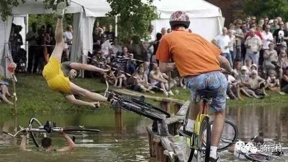 各位切记,骑单车千万不要有这些行为!