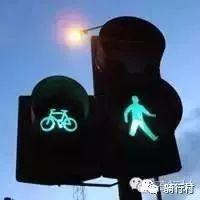 在人多车多的城市骑行,一定要注意这几点。
