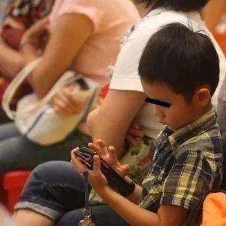 莱阳朋友圈疯传!如果想毁掉一个孩子,就给他一部手机!