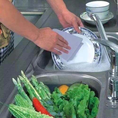 这东西甲醛超标50倍,强致癌!就藏在你家厨房!快扔掉!