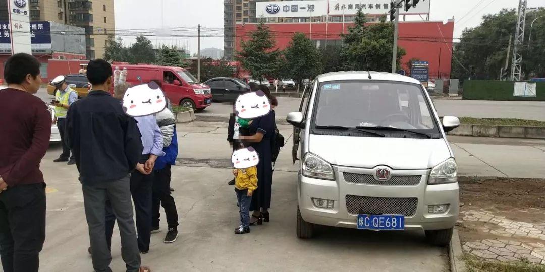 曝光|新安交警查处一起面包车超员违法行为