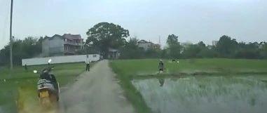 一农民在田里插秧遭雷击,余江人注意啦!