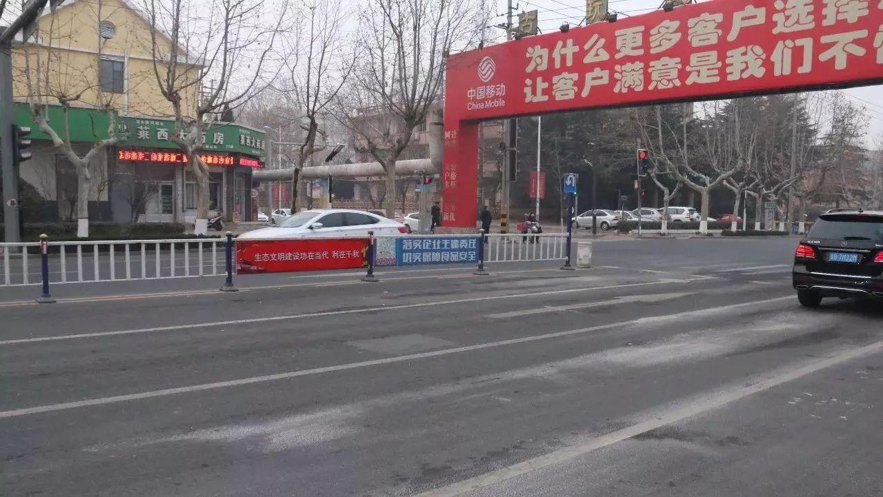 烟台路人民医院这边禁止左转弯、调头,千万别走错!!!