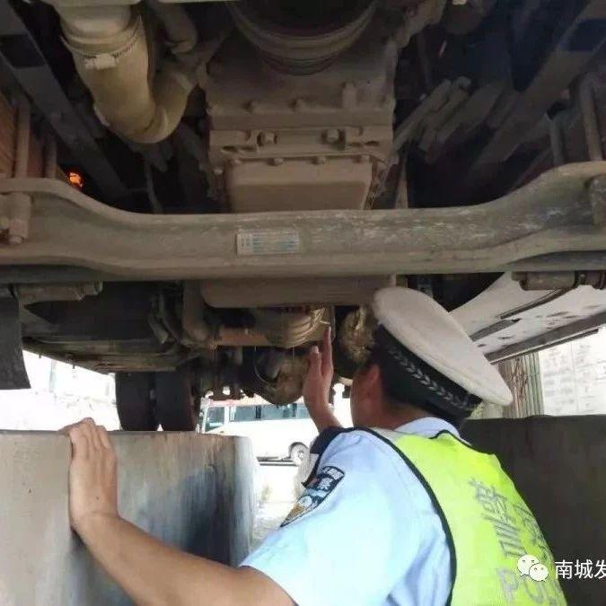 暑期返程,南城县交警深入客运站开展隐患排查及宣传工作