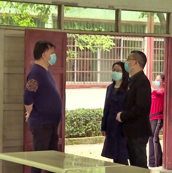 副县长胡军民到职业中专观摩指导复课前疫情防控应急演练