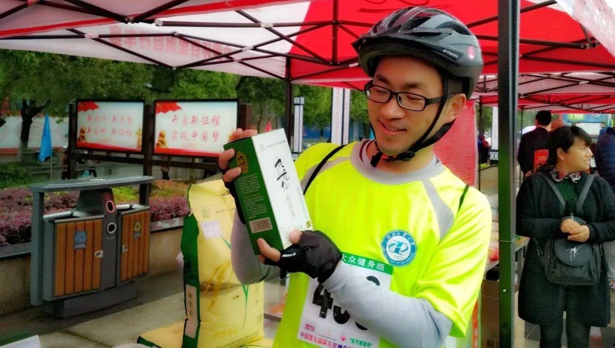 枝江绿色虾稻米在中国第九届环百里洲自行车赛上受青睐