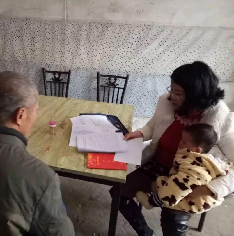 【我的扶贫故事】县教育局职工:背着奶娃带着婆婆去扶贫