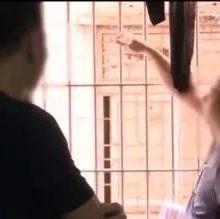 嫌男邻居洗澡不关窗,女子骂:不要脸!接着可怕的事发生了……