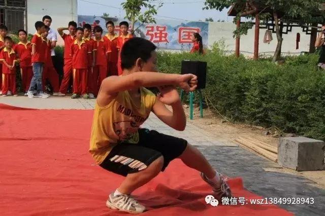 汉关武术班暑假招生,前30名直减300元另送练功服!