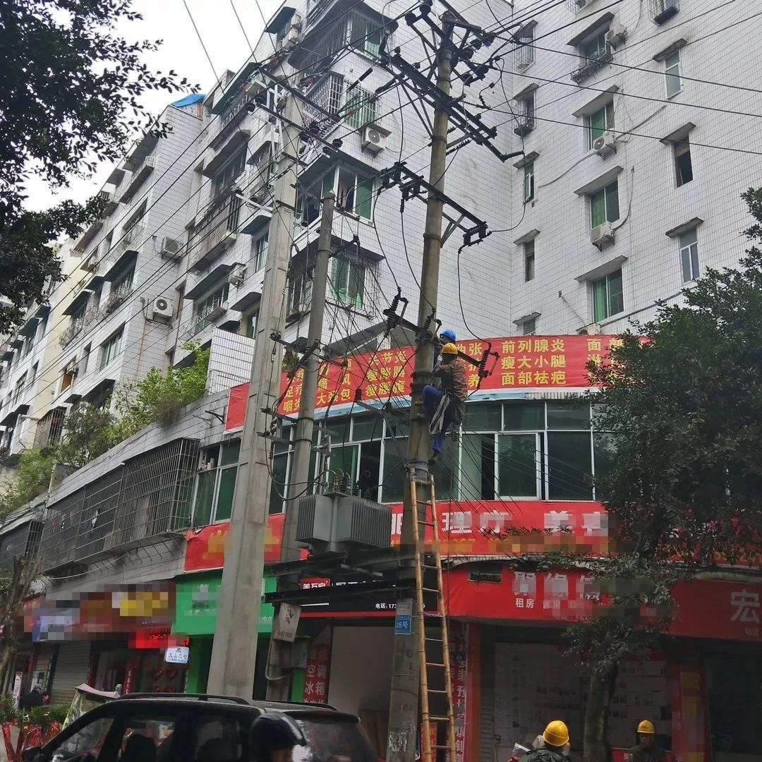 停电那天,我在合江街边看到这样一群人!