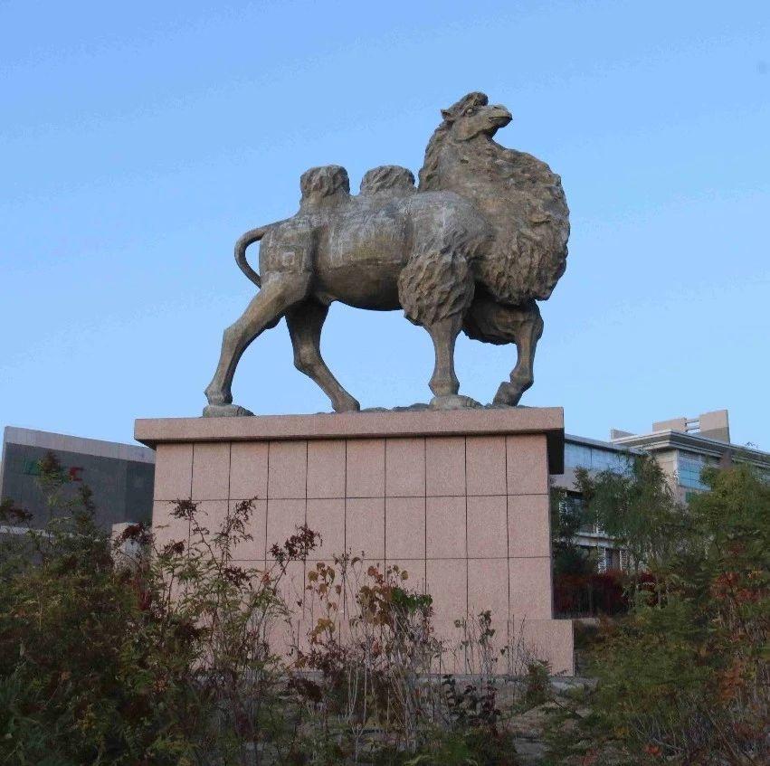 【蒙古文】阿拉善的��雕塑你都��^�幔�