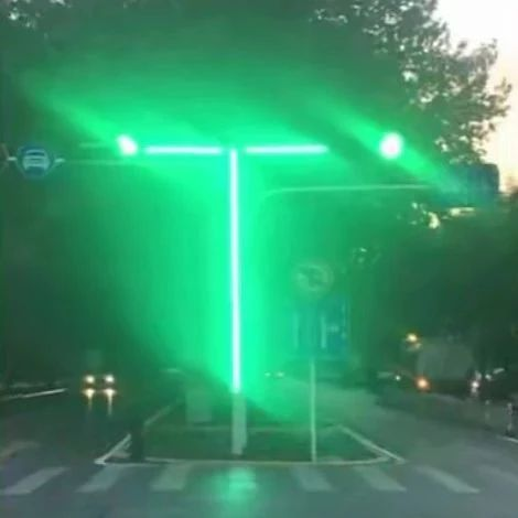 Plus版红绿灯、斑马线,交警叔叔真是操碎了心!