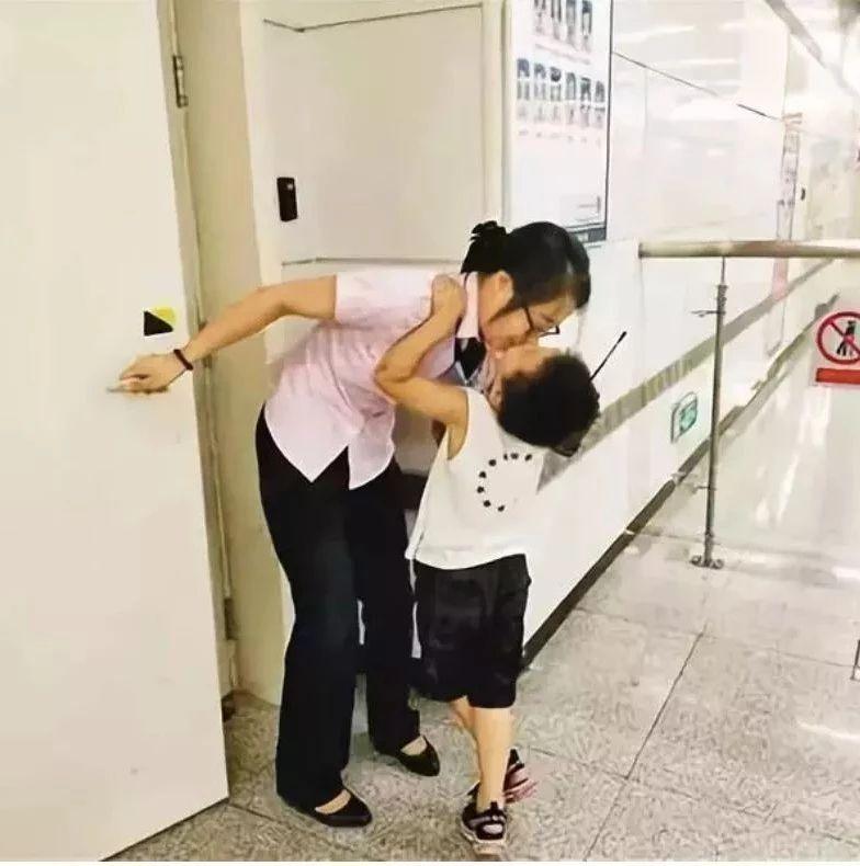 """""""妈妈,你怎么吼我,我都爱你"""":这些孩子的暖心瞬间,让无数家长泪奔……"""