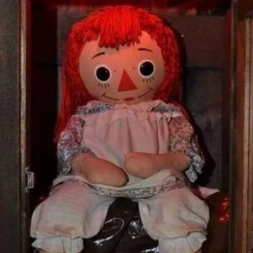如果你柜子上放的恐怖片主角模型半夜忽然掉了下��