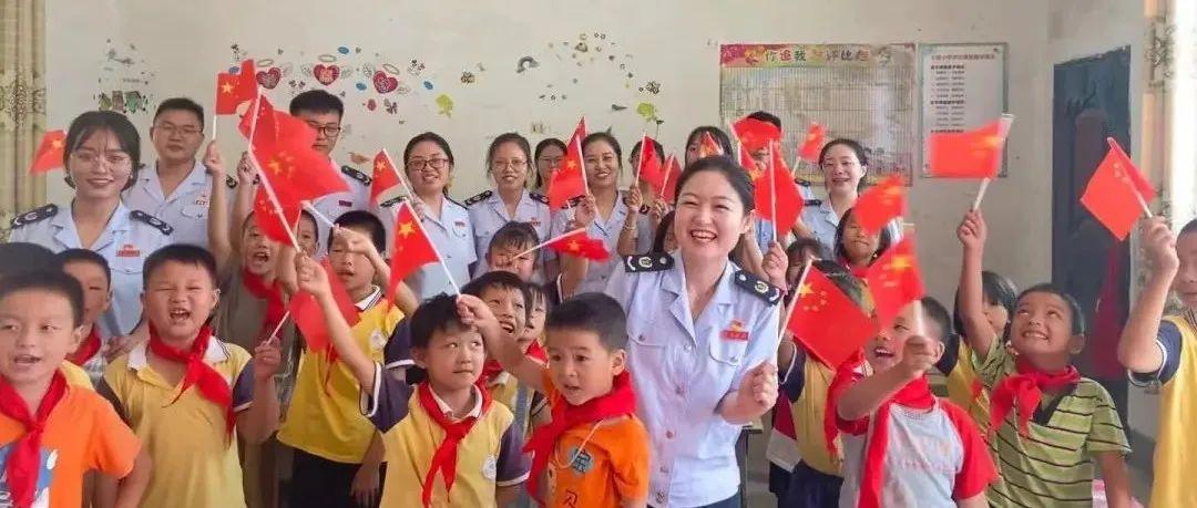 上固乡迎国庆主题志愿活动